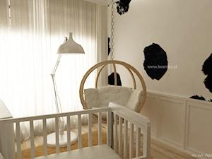 Pokój dziecka w łaty - Mały beżowy pokój dziecka dla chłopca dla dziewczynki dla niemowlaka, styl tradycyjny - zdjęcie od KI design Katarzyna Iwańska