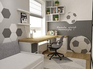 mieszkanie z miętą 80m2 - Mały biały szary pokój dziecka dla chłopca dla ucznia dla nastolatka, styl skandynawski - zdjęcie od Grafika i Projekt architektura wnętrz