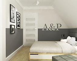 Dom pod Warszawą 160 m2 - Średnia biała szara sypialnia małżeńska na poddaszu, styl nowoczesny - zdjęcie od Grafika i Projekt architektura wnętrz