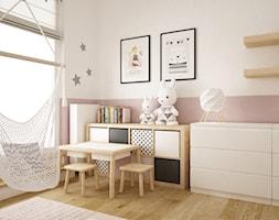 mieszkanie 105m2 z heksagonami - Średni biały różowy pokój dziecka dla dziewczynki dla malucha, styl skandynawski - zdjęcie od Grafika i Projekt architektura wnętrz
