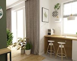 mieszkanie 70m2 w stylu urban jungle - Mała otwarta biała zielona kuchnia jednorzędowa z oknem, styl skandynawski - zdjęcie od Grafika i Projekt architektura wnętrz