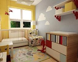 pokój dziecięcy - Mały szary żółty pokój dziecka dla chłopca dla niemowlaka, styl skandynawski - zdjęcie od Grafika i Projekt architektura wnętrz