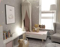 pokój dziecięcy - Mały szary pokój dziecka dla dziewczynki dla malucha, styl skandynawski - zdjęcie od Grafika i Projekt architektura wnętrz