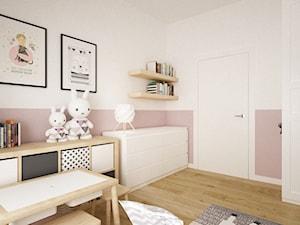 mieszkanie 105m2 z heksagonami - Średni biały pastelowy różowy pokój dziecka dla dziewczynki dla malucha, styl skandynawski - zdjęcie od Grafika i Projekt architektura wnętrz