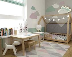 mieszkanie z miętą 80m2 - Mały biały szary miętowy pokój dziecka dla dziewczynki dla malucha, styl skandynawski - zdjęcie od Grafika i Projekt architektura wnętrz