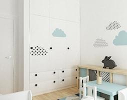 pokój dziecięcy - Mały biały pokój dziecka dla chłopca dla dziewczynki dla ucznia dla niemowlaka, styl skandynawski - zdjęcie od Grafika i Projekt architektura wnętrz