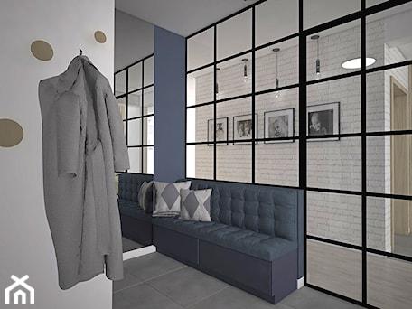 Aranżacje wnętrz - Hol / Przedpokój: Kolor w domu - Hol / przedpokój, styl industrialny - Antracyt. Przeglądaj, dodawaj i zapisuj najlepsze zdjęcia, pomysły i inspiracje designerskie. W bazie mamy już prawie milion fotografii!