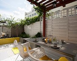 SALON POD CHMURKĄ - Średni ogród za domem z pergolą, styl nowoczesny - zdjęcie od MARTA PERSKA INTERIORS