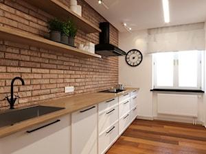 MODERN&COZY - Duża otwarta biała brązowa kuchnia dwurzędowa z oknem, styl nowoczesny - zdjęcie od MARTA PERSKA INTERIORS