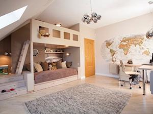 POKÓJ DZIECIĘCY - Duży beżowy pokój dziecka dla dziewczynki dla malucha, styl nowoczesny - zdjęcie od MARTA PERSKA INTERIORS