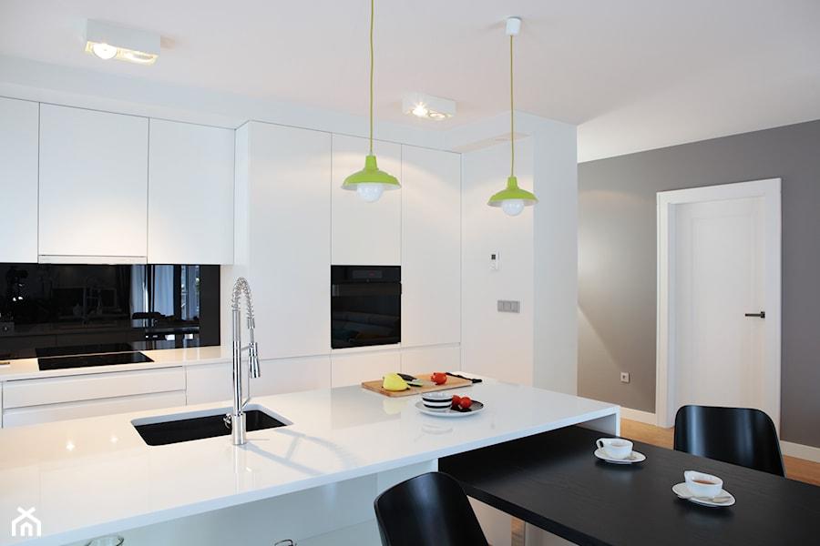 biało czarna kuchnia  zdjęcie od Kwadraton -> Czarna Kuchnia Wolnostojąca