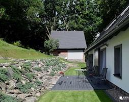 Metamorfoza domu w Górach Orlickich Konkurs - Mały ogród za domem - zdjęcie od Kwadraton