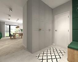 Banana leaves - salon z kuchnią - Średni szary zielony hol / przedpokój - zdjęcie od Kwadraton