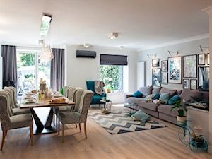 Salon w odcieniach mięty i błękitu - zdjęcie od Kwadraton