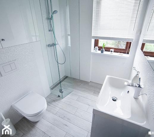 Biała łazienka W Skandynawskim Stylu Zdjęcie Od Kwadraton