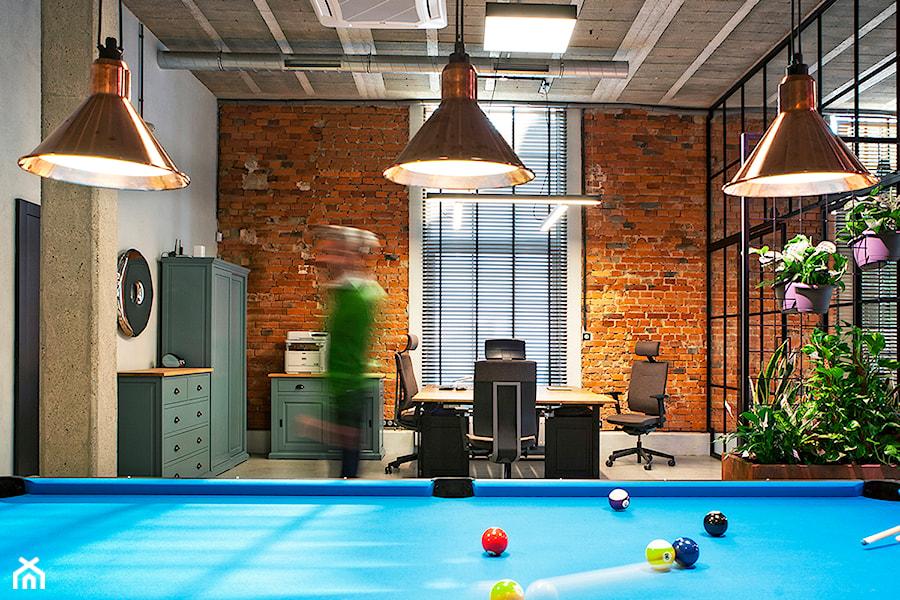 Aranżacje wnętrz - Biuro: Loft office - Kwadraton. Przeglądaj, dodawaj i zapisuj najlepsze zdjęcia, pomysły i inspiracje designerskie. W bazie mamy już prawie milion fotografii!