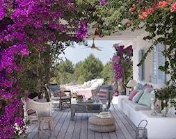 Pergola+w+ogrodzie+z+kwiatami+-+zdj%C4%99cie+od+Martyna