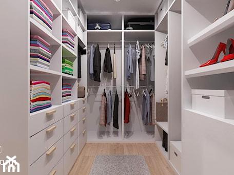 Aranżacje wnętrz - Garderoba: Garderoba - MOTHI.form. Przeglądaj, dodawaj i zapisuj najlepsze zdjęcia, pomysły i inspiracje designerskie. W bazie mamy już prawie milion fotografii!