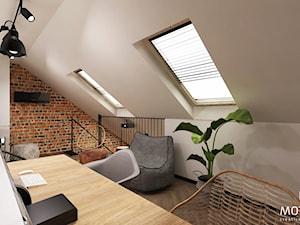 MOTHI.FORM ⋅ MIESZKANIE Z ANTRESOLĄ ⋅ KRAKÓW - Duże szare biuro domowe kącik do pracy na poddaszu w pokoju, styl vintage - zdjęcie od MOTHI.form