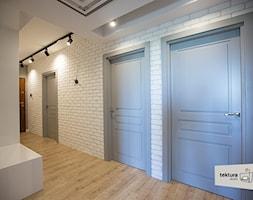 mieszkanie dla singla - Duży biały niebieski hol / przedpokój, styl minimalistyczny - zdjęcie od Tektura Studio