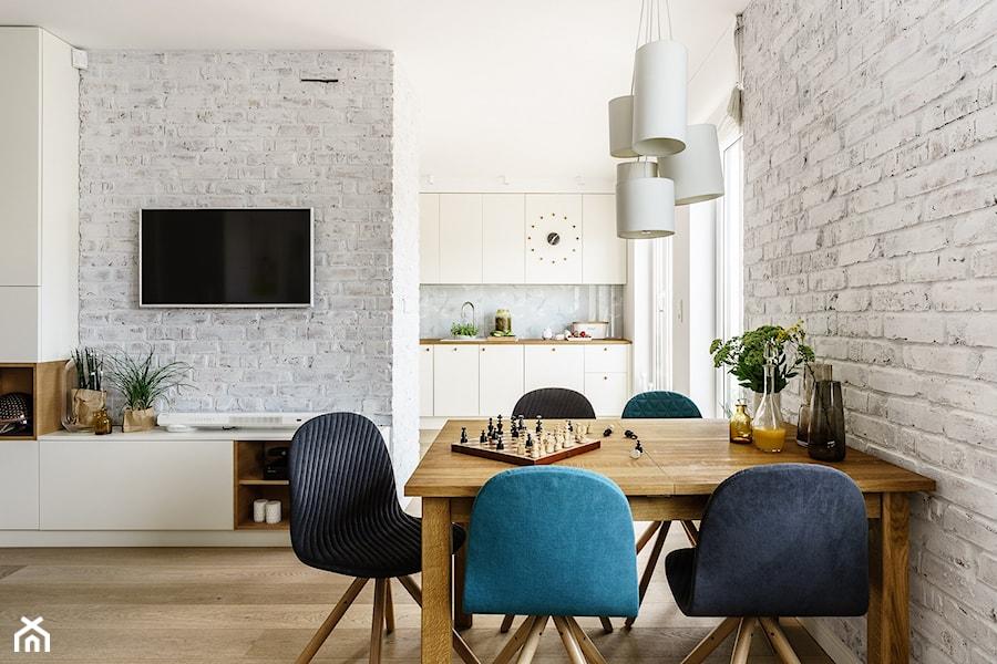 family spot - Średnia otwarta biała jadalnia w salonie, styl skandynawski - zdjęcie od SAJE ARCHITEKCI Joanna Morkowska-Saj
