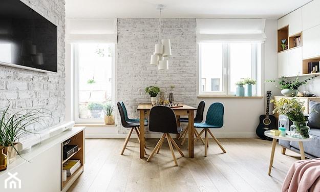 mieszkanie z jasną czystą podłogą
