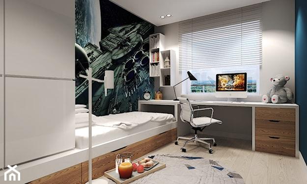 pokój młodzieżowy, tapeta z kosmosem, białe żaluzje wewnętrzne, biały fotel biurowy