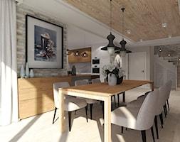 Dom pod Kołobrzegiem w zacisznym miejscu. - Średnia otwarta beżowa brązowa jadalnia w kuchni w salonie, styl rustykalny - zdjęcie od Agata Hann Architektura Wnętrz