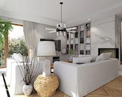 Dom pod miastem, Słupsk - Średni beżowy salon z bibiloteczką z tarasem / balkonem, styl tradycyjny - zdjęcie od Agata Hann Architektura Wnętrz