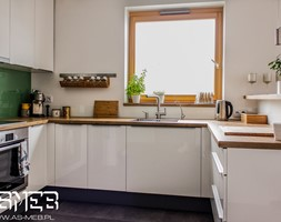Realizacja Wilanów - Średnia otwarta biała kuchnia w kształcie litery u z oknem, styl klasyczny - zdjęcie od AS-MEB producent kuchni i mebli