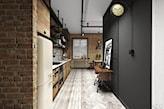 wąska kuchnia w stylu loftowym