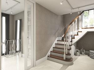 dom w stylu glamour - Średnie wąskie schody trójbiegowe drewniane z materiałów mieszanych, styl glamour - zdjęcie od Pracownia Wielkie Rzeczy
