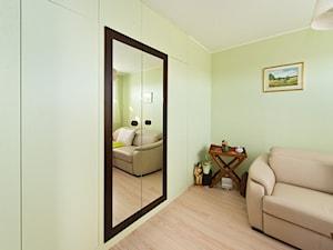 Gabinet - Małe zielone biuro domowe w pokoju, styl tradycyjny - zdjęcie od Fawre s.c.