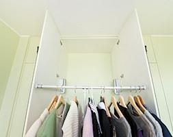 Mała garderoba przy sypialni, styl tradycyjny - zdjęcie od Fawre s.c.