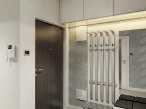 INTERIOR | Mieszkanie - Warszawa - Mały biały szary hol / przedpokój, styl nowoczesny - zdjęcie od Manufaktura Projektów