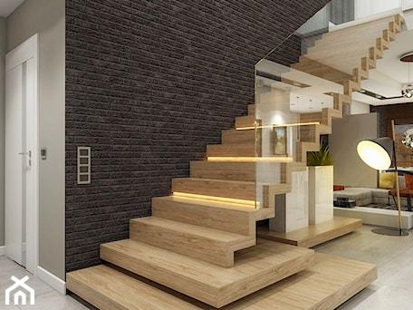 Aranżacje wnętrz - Schody: INTERIOR | Dom w Rudach - Średnie szerokie schody jednobiegowe drewniane, styl nowoczesny - Manufaktura Projektów. Przeglądaj, dodawaj i zapisuj najlepsze zdjęcia, pomysły i inspiracje designerskie. W bazie mamy już prawie milion fotografii!