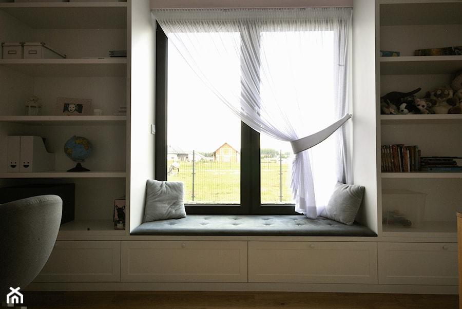 siedzisko w oknie - zdjęcie od Piotr Stolarek PROJEKTOWANIE WNĘTRZ