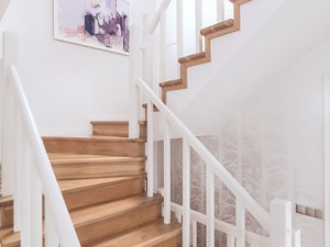 Dom jednorodzinny - Metamorfoza - Średnie wąskie schody zabiegowe drewniane, styl eklektyczny - zdjęcie od PracowniaPolka