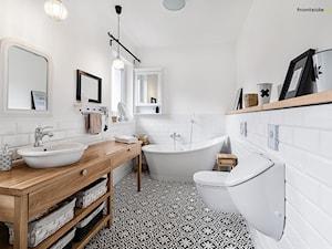 Dom jednorodzinny w Redzie - Duża biała łazienka, styl skandynawski - zdjęcie od PracowniaPolka