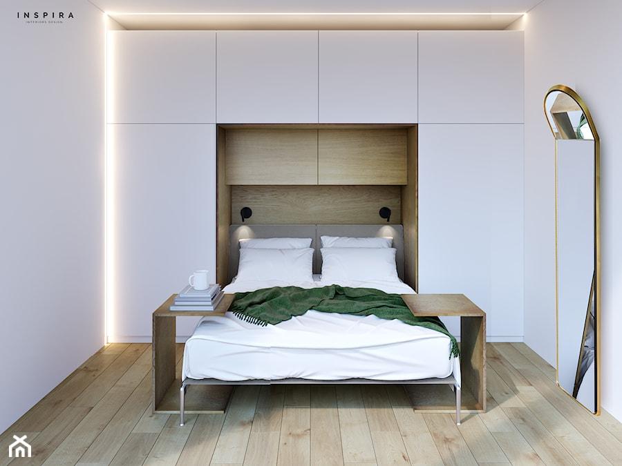 Nowoczesny domek letniskowy - Mała biała sypialnia małżeńska - zdjęcie od Inspira Design