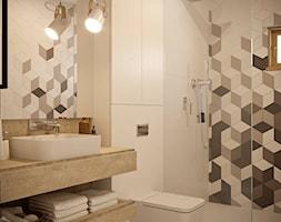 Nowocześnie - Mała biała łazienka w bloku w domu jednorodzinnym bez okna - zdjęcie od Inspira Design