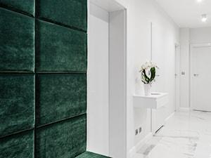 Zielona elegancja - Średni biały zielony hol / przedpokój, styl nowoczesny - zdjęcie od Studio Projekt
