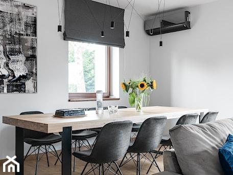Aranżacje wnętrz - Salon: Salon w domu nad Jeziorakiem - Studio Projekt. Przeglądaj, dodawaj i zapisuj najlepsze zdjęcia, pomysły i inspiracje designerskie. W bazie mamy już prawie milion fotografii!