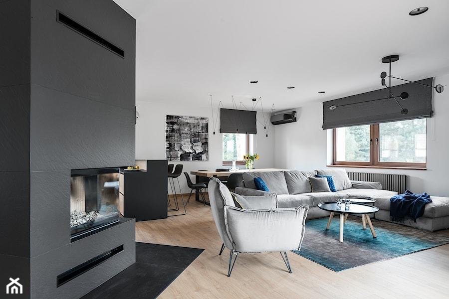 Salon w domu nad Jeziorakiem - zdjęcie od Studio Projekt