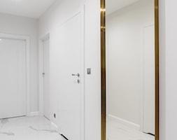 Zielona elegancja - Mały biały hol / przedpokój, styl nowoczesny - zdjęcie od Studio Projekt