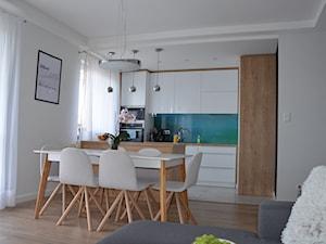 Mieszkanie w Iławie - Mała otwarta biała kuchnia dwurzędowa w aneksie z wyspą, styl nowoczesny - zdjęcie od Studio Projekt