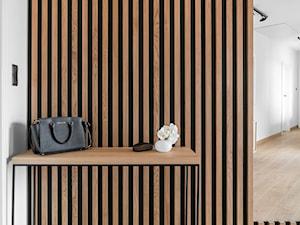 Hol w domu nad Jeziorakiem - zdjęcie od Studio Projekt