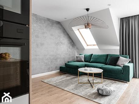 Aranżacje wnętrz - Salon: Zielona elegancja - Średni biały salon z kuchnią, styl nowoczesny - Studio Projekt. Przeglądaj, dodawaj i zapisuj najlepsze zdjęcia, pomysły i inspiracje designerskie. W bazie mamy już prawie milion fotografii!