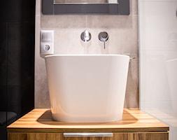 Męska łazienka - Mała beżowa szara łazienka w bloku bez okna, styl minimalistyczny - zdjęcie od Inter Adore - Homebook