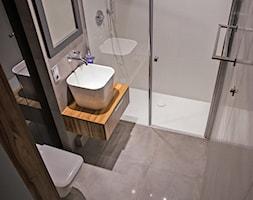 Męska łazienka - Średnia szara łazienka w bloku bez okna, styl minimalistyczny - zdjęcie od Inter Adore - Homebook